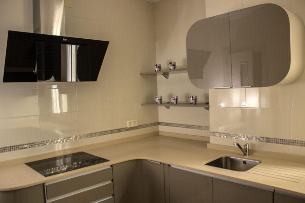 Cocina de diseño curva - Muebles ParienteMuebles y Electrodomésticos ...